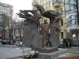 ukraine-kyiv-chornovil_monument