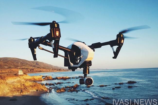дрон над морем