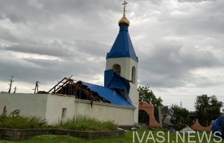 Ураганный ветер сорвал купол и крышу с церкви