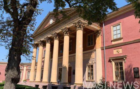 Зеленский присвоил Одесскому худмузею статус национального