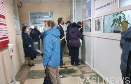 В поликлиниках Одессы ажиотаж: желающие вакцинироваться выстраиваются в очереди